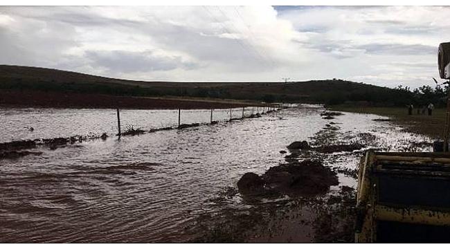 Hilvan'da ekinleri sel suları vurdu