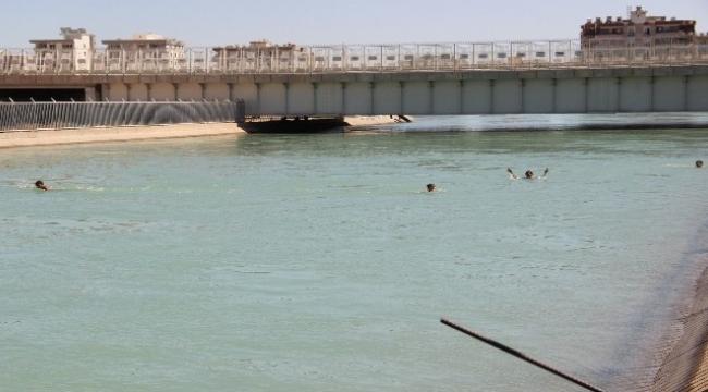 Şanlıurfa'da sulama kanalında gençlerin tehlikeli serinliği