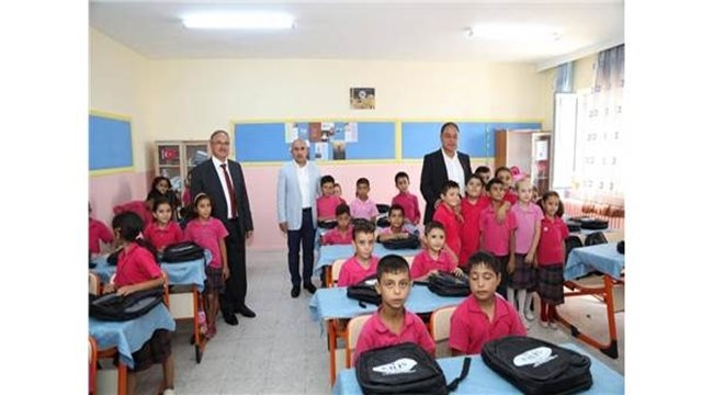 Kilis'te öğrencilere kırtasiye yardımı