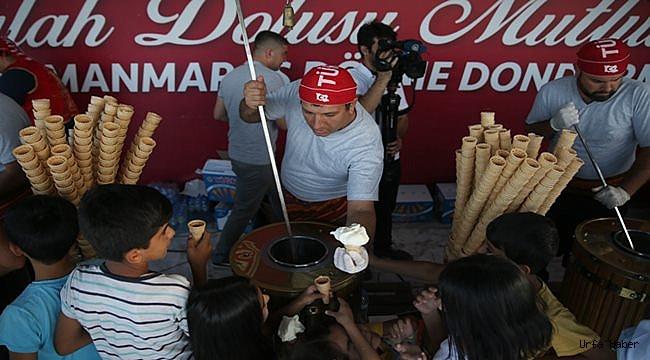Urfa'da 1 ton Maraş dondurması dağıtıldı