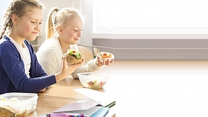 Beslenme çantasına peynirli sandviç ve havuç koyun!