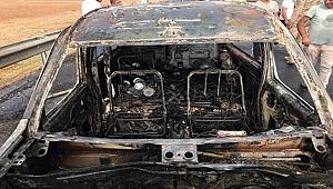 Şanlıurfa'da ticari araç kül oldu