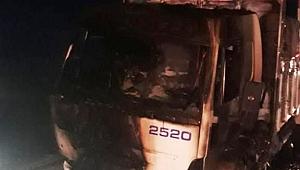 Mısır yüklü kamyon yandı