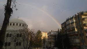 Şanlıurfa'da gökkuşağı kente renk kattı