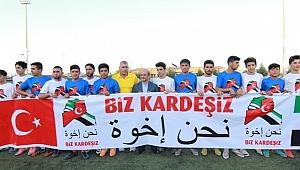 """Türk ve Suriyeliler """"kardeşlik"""" maçında buluştu"""