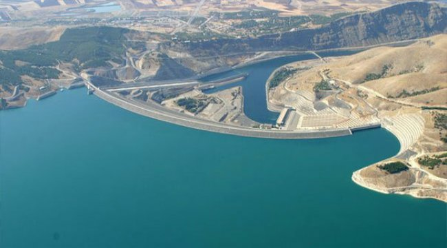 Atatürk Barajı En büyük yapay göl hangisidir?