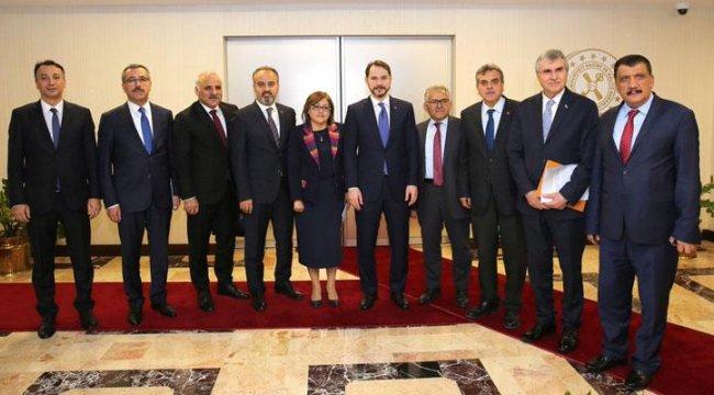 Bakan Albayrak, Belediyeler Birliği heyetini ağırladı