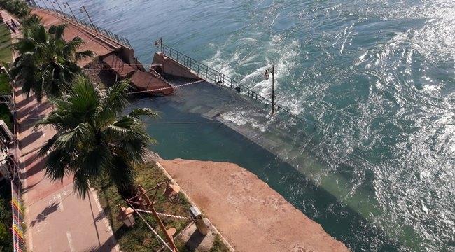 Birecik'te Fırat Nehri korkutu