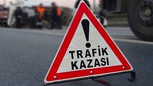 Urfa'da otomobil duvara çarptı: 2 yaralı