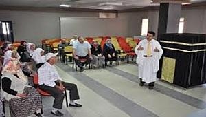Hacı adaylarına Kabe maketiyle uygulamalı eğitim