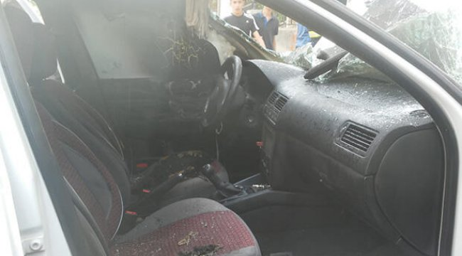 Otomobil içinde patlayan cep telefonu otomobili yaktı