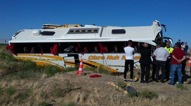 Yolcu otobüsü şarampole devrildi: 41 yaralı