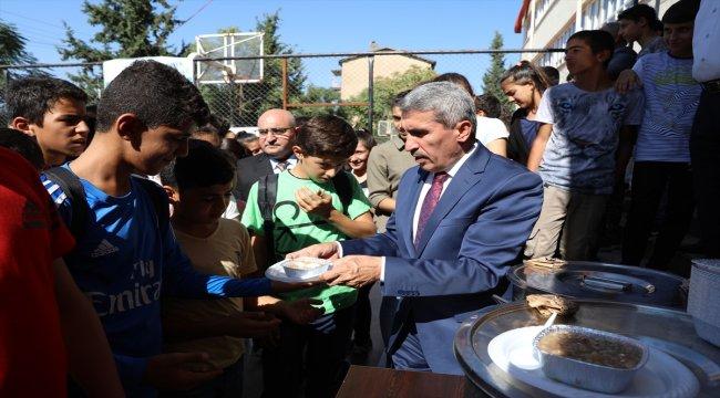 Mardin Milli Eğitim Müdürlüğünden öğrencilere aşure ikramı