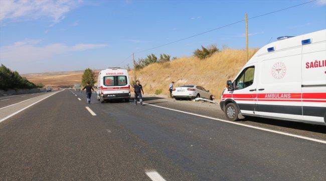 Adıyaman'da otomobil şarampole devrildi: 5 yaralı