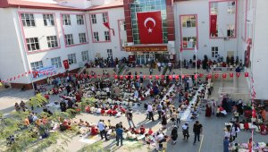 Bin 500 öğrenciden Barış Pınarı Harekatı'na resimli destek