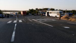 GÜNCELLEME 2 - Şanlıurfa'da askeri midibüs ile tır çarpıştın- Kazada 1 asker şehit oldu, 14 asker yaralı
