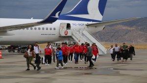 İspanya'dan ikincilik kupasını alan gençler, Şırnak'a döndü