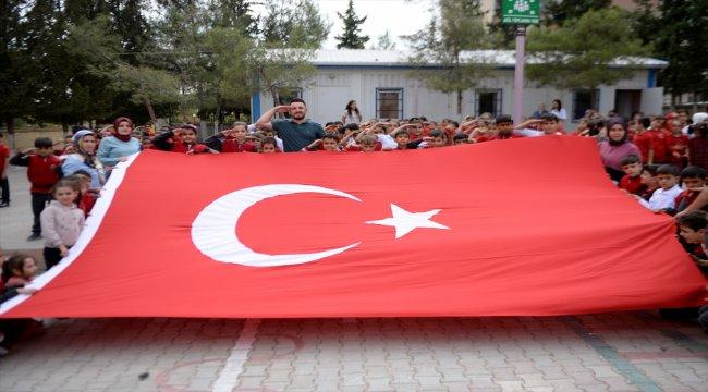 Kilis'te öğrencilerden Mehmetçik'e destek