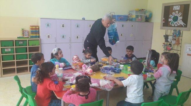 Nizip'te anaokulu öğrencilerine kırtasiye ve oyuncak yardımı