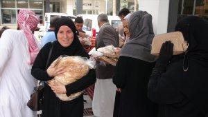 Sınır hattındaki Suriyeli ailelere ekmek yardımı