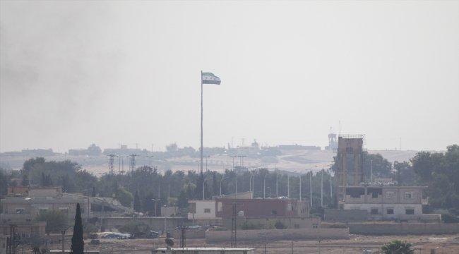 Tel Abyad'ın batısına SMO bayrağı asıldı