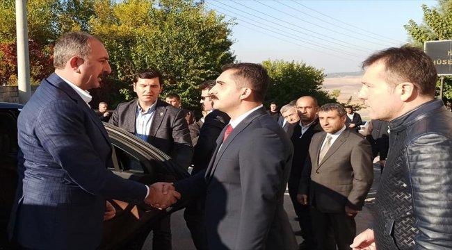 Adalet Bakanı Gül, Gaziantep'te taziye ziyaretlerinde bulundu