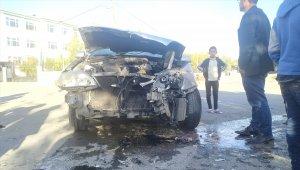 Adıyaman'da minibüs ile otomobil çarpıştı: 4 yaralı