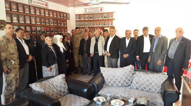 Binbaşı Tahta'dan, şehit aileleri ve gazilere ziyaret