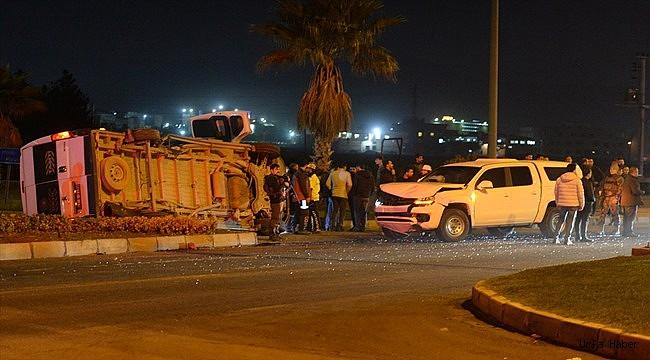 işçi servisi ile polis aracı çarpıştı: 7 yaralı