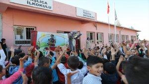 Mardin'de sınır köylerdeki öğrenciler tiyatro ile buluşturuluyor