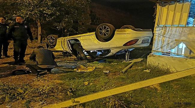 Şanlıurfa'da otomobil apartman bahçesine devrildi: 5 yaralı