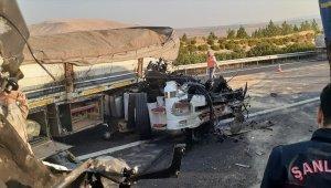 Şanlıurfa'da tır bariyere çarptı: 1 yaralı