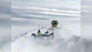Karacadağ Kayak Merkezi'nden dönerken yolda mahsur kaldılar