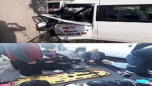 Şanlıurfa'da Personel Servisi Kaza Yaptı 18 Kişi Yaralandı