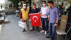 Haliliye Belediyesi Vatandaşlara Bayrak Hediye Etti