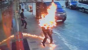 Taksim'de dehşet anları! Kavga ettiği kardeşini tinerle yaktı