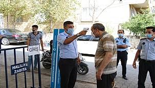 Semt pazarlarında salgınla mücadele devam ediyor