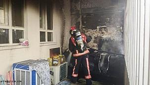 Evdeki yangın eşyaları kül etti