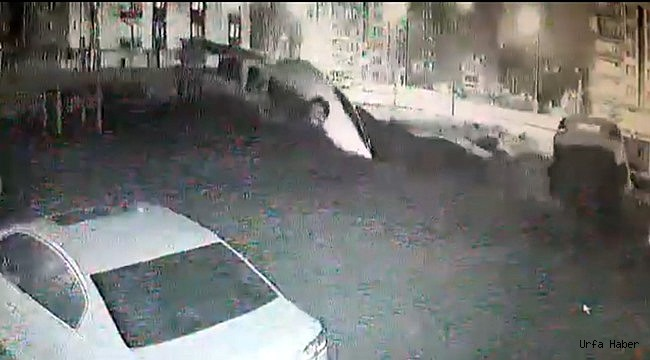 Urfa'da istinat duvarı araçları yuttu