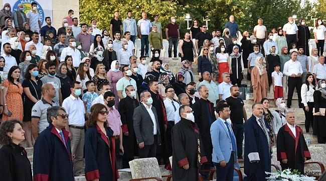 Harran Üniversitesi Tıp Fakültesi'nde Genç Doktorlarını Mezuniyet Coşkusu