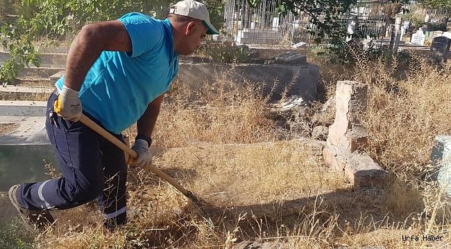 Mezarlıklarda Bayram İçin Bakım Temizlik